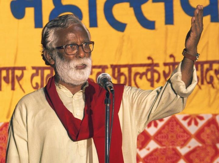 Vira Sathidar plays lokshahir Narayan Kamble in Chaitanya Tamhane's Court, 2014
